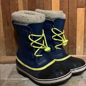 Youth size 4 SOREL WATER PROOF SNOW BOOTS